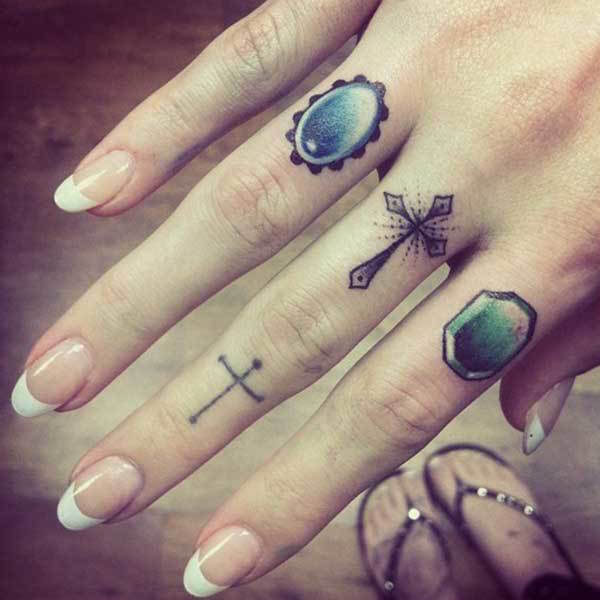 60 Best Finger Tattoos Meanings Ideas And Designs For 2020
